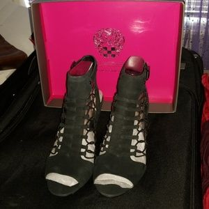 """Brand NEW Vince Camuto """"Evel"""" Leather Sandal"""